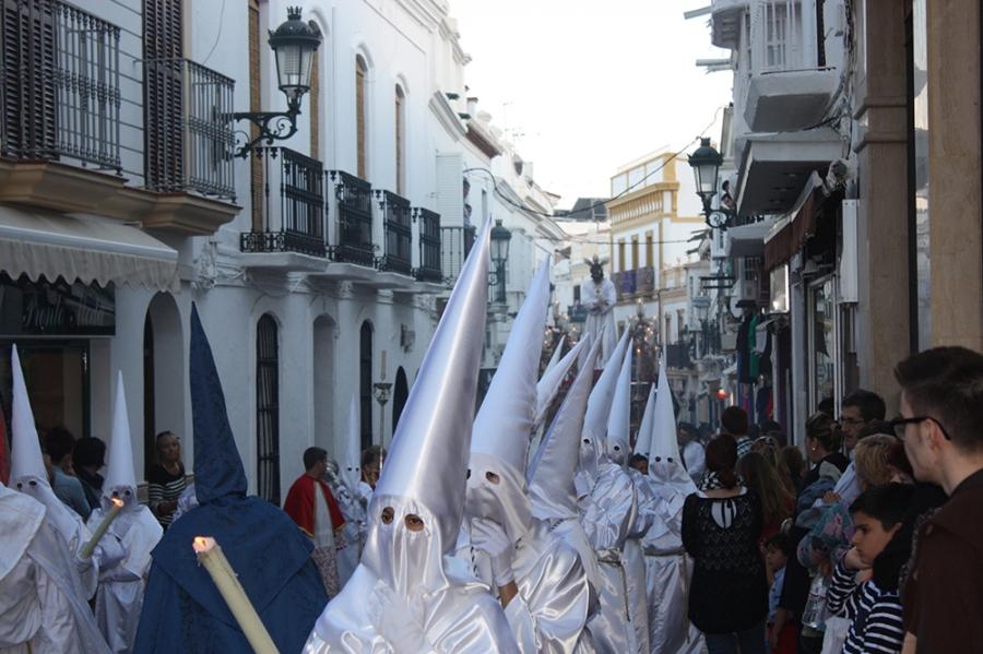 Nerja Semana Santa processie wit